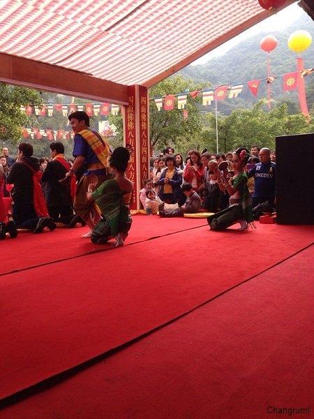 ช่างรำ-บรรยากาศการแสดง ณ ประเทศจีน